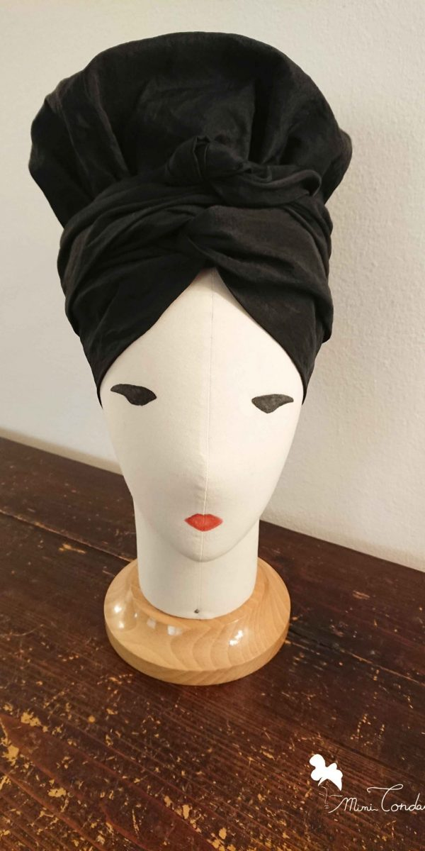 Turbante bonnet in taffetá nero, fronte