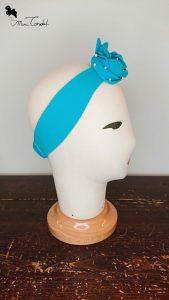 Fascia azzurra con perline, lato