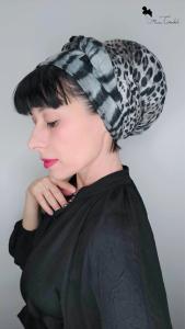 Mimi Condal con foulard e base volumizzante