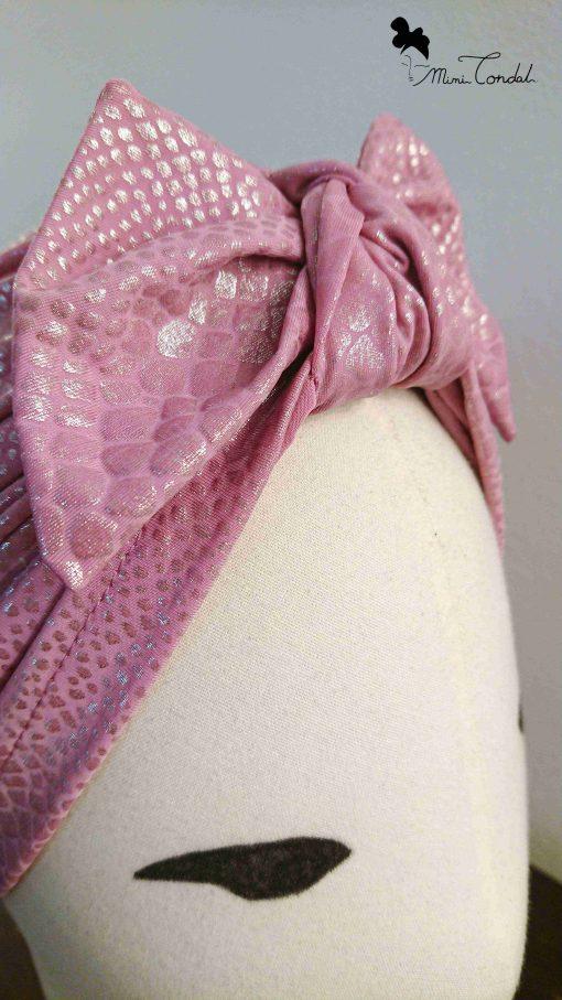 Turbante rosa pitonato, dettaglio fiocco